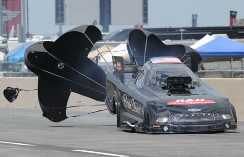 (Minnesota-based class independent racer Brian Stewart ran a very impressive career best 3.929 secs at 325.53 mph to qualify #1)